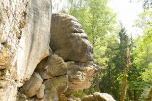 Sandsteinfelsen in Form eines Gesichtes